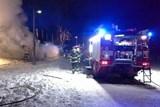 Celou noc hasiči likvidovali požár dílny pod lyžařským vlekem ve Stříbrnicích