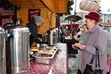Na náměstí ve Valašském Meziříčí startují vánoční trhy