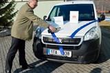 Pečovatelská služba Help-in má nové auto pro seniory žijící pod Pradědem