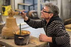 Na Slovensku se vyrábí speciální zvon pro papeže. Jednou z důležitých výrobních ingrediencí je plzeňské pivo