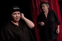 Divadelní tip na březen: Představení Stará dáma vaří jed a Malý Princ ve Viole
