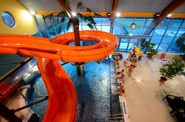 Popis: Aquacentrum a zimní stadion posílí v době volna školáků provozní dobu a bazén nabídne zvýhodněné vstupné.