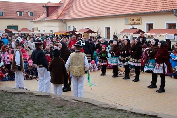 Popis: Staročeský velikonoční jarmark 2016.