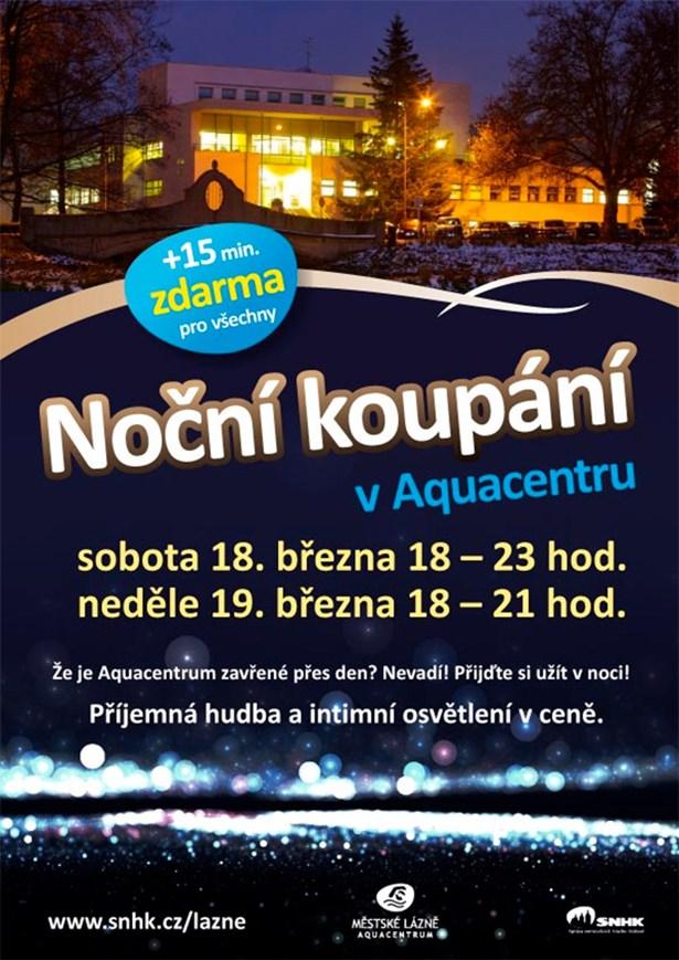 Noční koupání v aquacentru během Velké ceny Hradce Králové