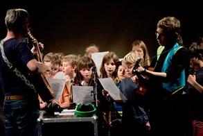 Struny dětem v Minoru o víkendu lákají na pět desítek koncertů, představení, workshopů i na tajuplné Zvuky nočního lesa