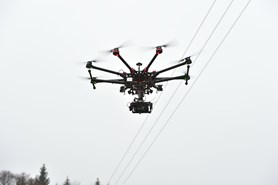 ČEZ Distribuce testuje drony pro kontrolu zařízení ve špatně přístupném terénu