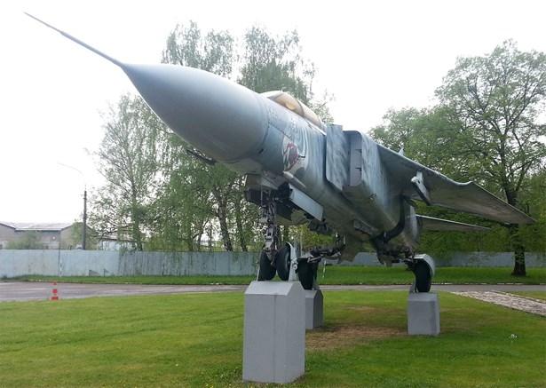 Popis: MiG 23 Tygr na Jihočeském letišti České Budějovice.