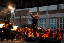 Muzikanti sklidili obrovský potlesk na charitativním koncertě pod širým nebem