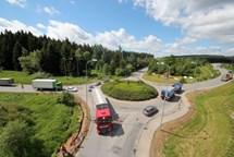 Nové semafory na kruhovém objezdu u průmyslové zóny
