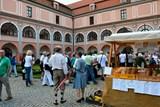 Páteční farmářský trh se přesune na první nádvoří zámku Žerotínů