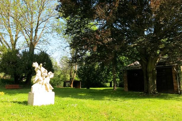 Popis: Zahrada Bratmannovy vily.
