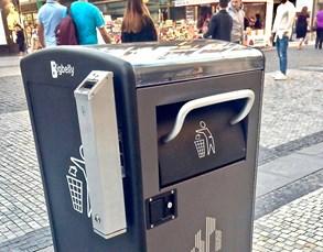 Praha otestuje systém chytrých košů v centru města