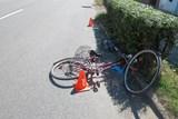Cyklista se střetl s náklaďákem a utrpěl těžké zranění
