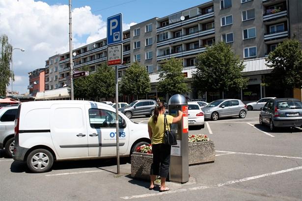 Popis: Parkoviště na Žerotínově náměstí. Sávající automat bude umístěn jako druhý v horní části Žerotínova náměstí.