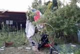 Do zahrádek v Lipníku nad Bečvou se zřítil paraglidista