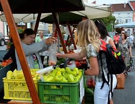Farmářské trhy se ve Valašském Meziříčí konají také o prázdninách