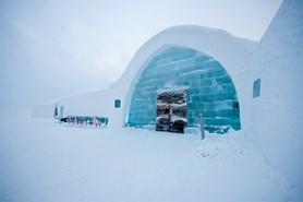 Proslulý ledový hotel neroztaje ani v létě