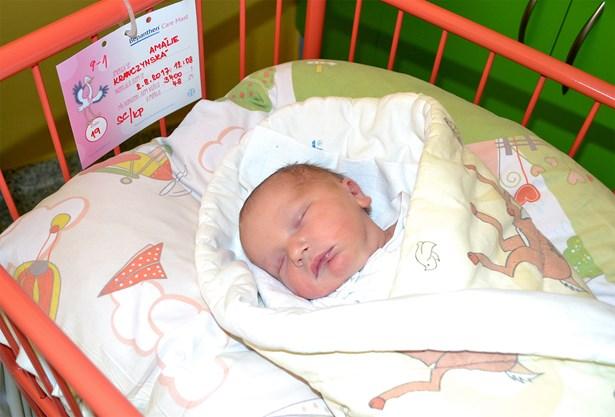 Popis: Amálie Krawczynská po narození měřila 48 centimetrů a vážila 3400 gramů.