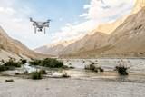S drony do světa