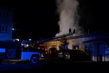 Požár průmyslového objektu v Novém Boru zaměstnal v noci hasiče