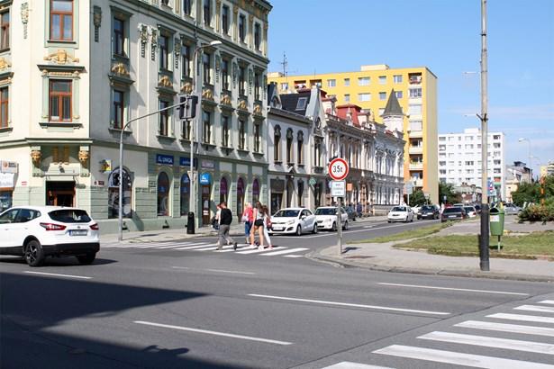 Popis: Křižovatka ulic Komenského a Palackého.