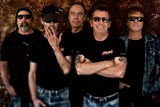 Phil Rudd se svoji kapelou rozbubnuje česká města