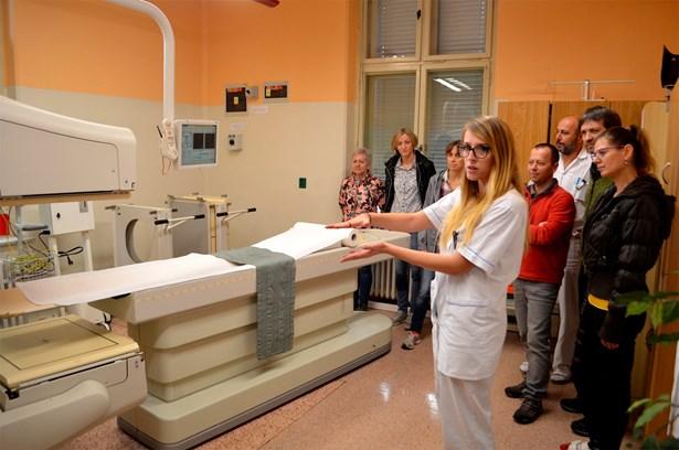 Popis: Desítky lidí z regionu využily dne otevřených dveří a prohlédly si oddělení nukleární medicíny Slezské nemocnice v Opavě.