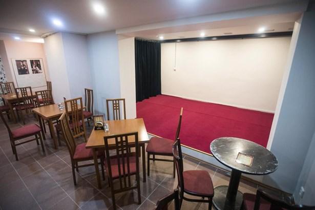 Popis: Nový komorní prostor v suterénu Východočeského divadla - Poedium v klubu