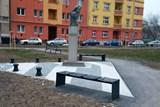 Nově opravený parčík na náměstí Rasche ještě nebyl ani zkolaudován - a už jej ničí zloději a vandalové