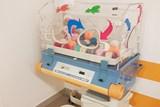 Starý inkubátor pomáhá sbírat bavlněná klubíčka pro miminka