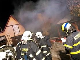 Noční požár rodinného domu v Odrách způsobilo topení