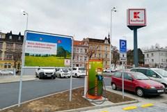 Elektromobily lze nově rychlodobít také u teplického Kauflandu