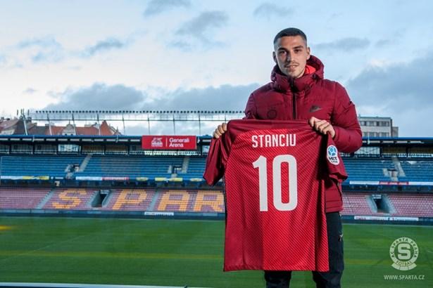 Popis: Rumunský fotbalista Nicolae Stanciu.