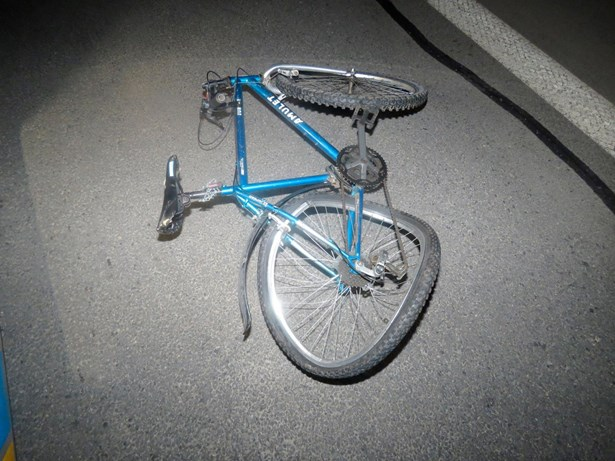 Popis: Cyklista při střetu s automobilem utrpěl zranění neslučitelná se životem.