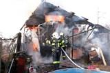 Při požáru zahradní chatky se lehce zranila obyvatelka