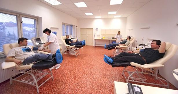 Popis: Transfuzní oddělení Nemocnice Nový Jičín vítá zájemce o vstup do registru dárců kostní dřeně.