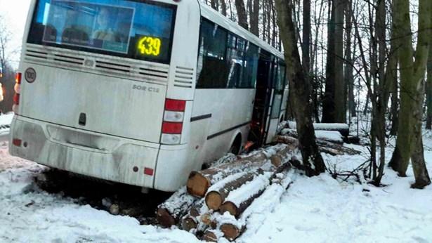 Popis: Nehoda autobusu a dodávky Laskov.