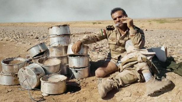 Popis: Hledač min - Fakír Berwarí je legendou v iráckém městě Dahúk. Jeho zbraněmi jsou obyčejný nůž, kleště a nervy z oceli. Nepřáteli pak různé druhy výbušnin.