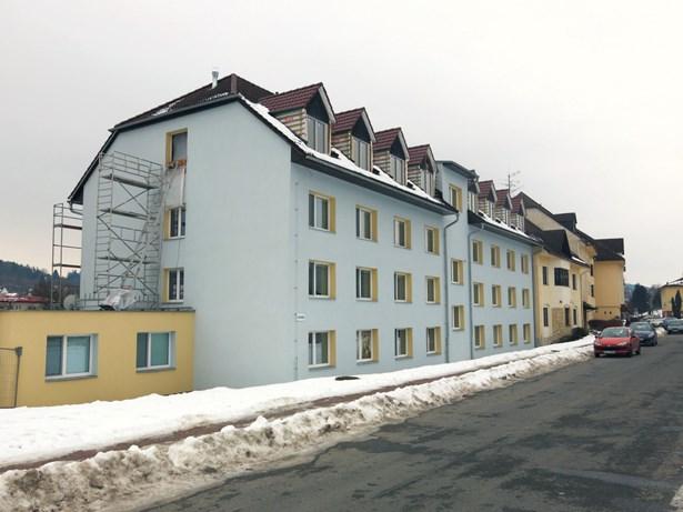 Popis: V podkroví DPS vznikají byty.