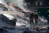 Požár odpadu ve Vratimově zaměstná hasiče do sobotního rána