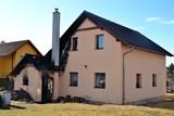 Šest cisteren vyjelo k požáru kotelny rodinného domu
