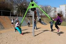 Vnitroblok Bellušova se dočkal modernizace dětského hřiště