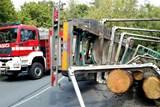 U Zbýšova se převrátil kamion