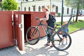 V Bohumíně myslí na cyklisty, před vlakovým nádražím vyrostly cykloboxy