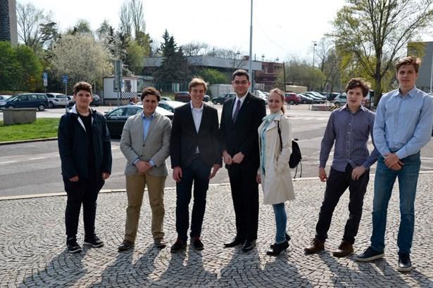 Popis: Kandidáti na studentského starostu Prahy 7.