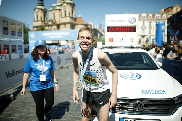 Popis: Galen Rupp - vítěz pražského maratonu.