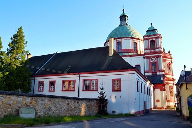 Popis: Bazilika sv. Vavřince a sv. Zdislavy s přilehlým klášterem.