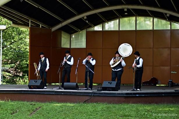 Popis: V sobotu zahrála kapela Stanley´s Dixie Street Band.