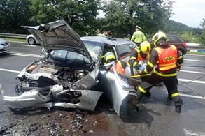 Pět osob bylo zraněno po nehodě ve Frýdku-Místku, jednu museli hasiči vyprostit