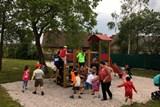 Kasejovické děti dostaly ke svému svátku Oranžové hřiště